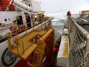 The two icebreakers are tying up side-by-side so that we can visit each other.