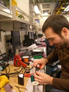 Rick spends most of the sail tweaking the electronics and the software for things to work. In an attempt to upgrade the failing batteries of the strobe light he designs a super-battery housed in a milk carton.