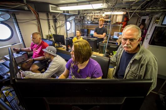 Vic & Amber Piloting/Co-Piloting HabCam V4 in Dry Lab
