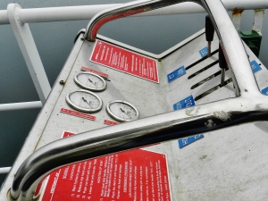 Mechanism for operating the port side davits