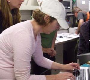 Dr. Liz Shea, recording data during the first TowCam dive