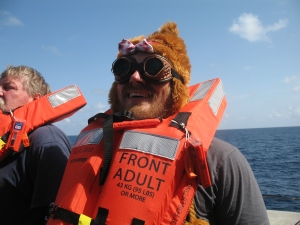 Nick fuzzy hat w/ bow & cool googles
