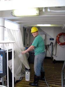 Neuston net cleaning