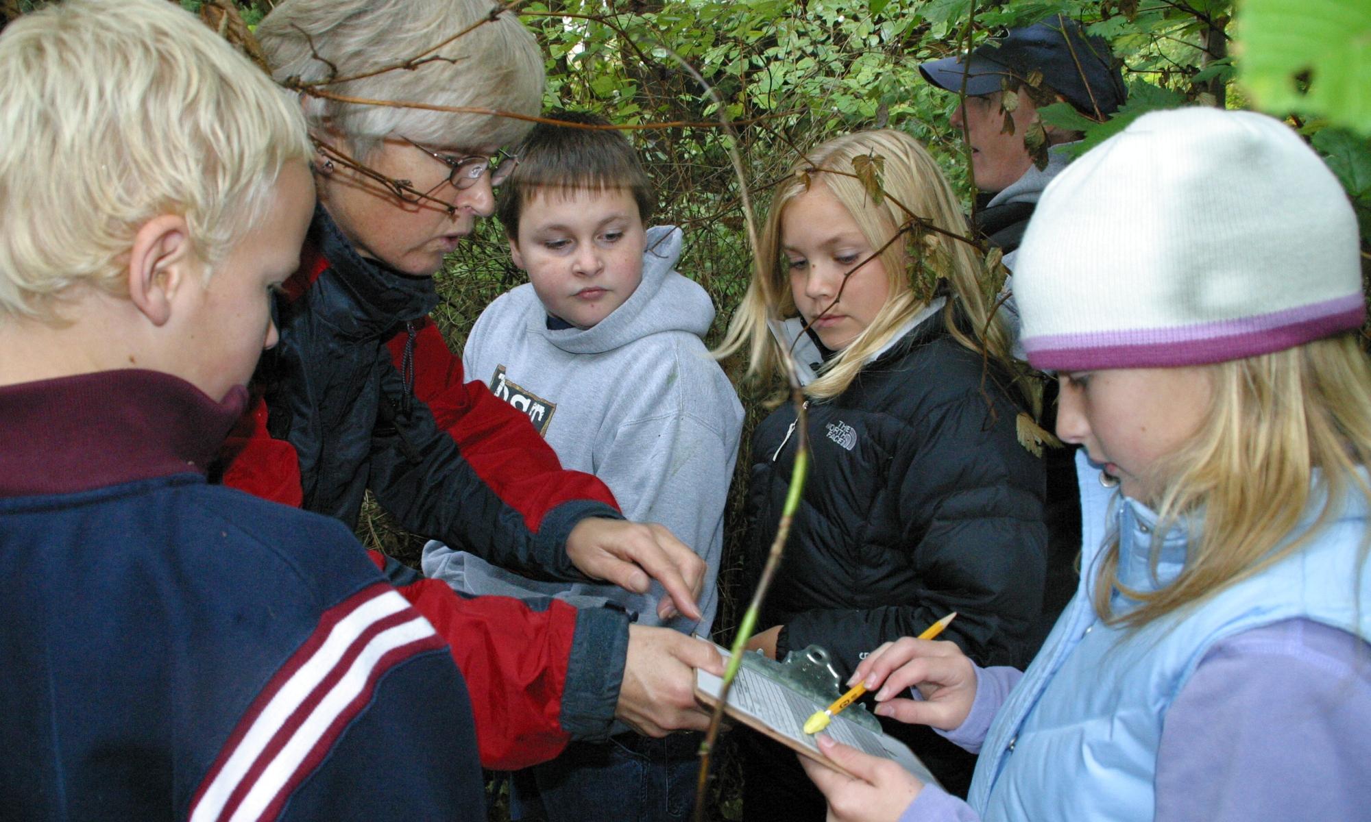 Field studies of salmon habitat with 4th grade students