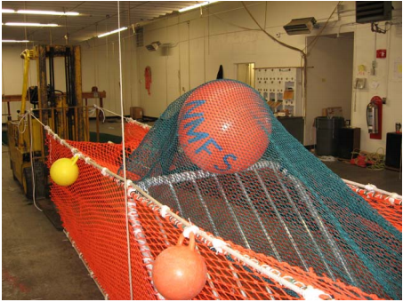 The catch encounters the grate; some go through the grate while others escape the net through the hatch (shown by the orange buoy).
