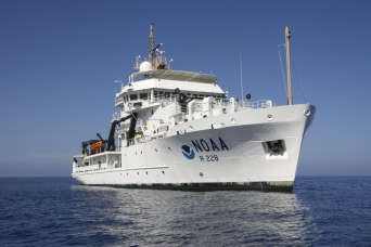 NOAA Ship Reuben Lasker_Photo by Paul Hillman