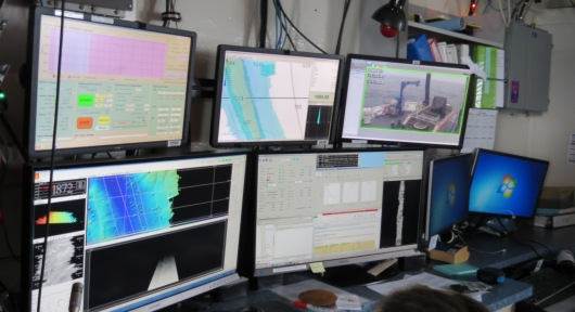 Surveyors computer These five screens are used by the survey team when the multibeam sonar is in use.
