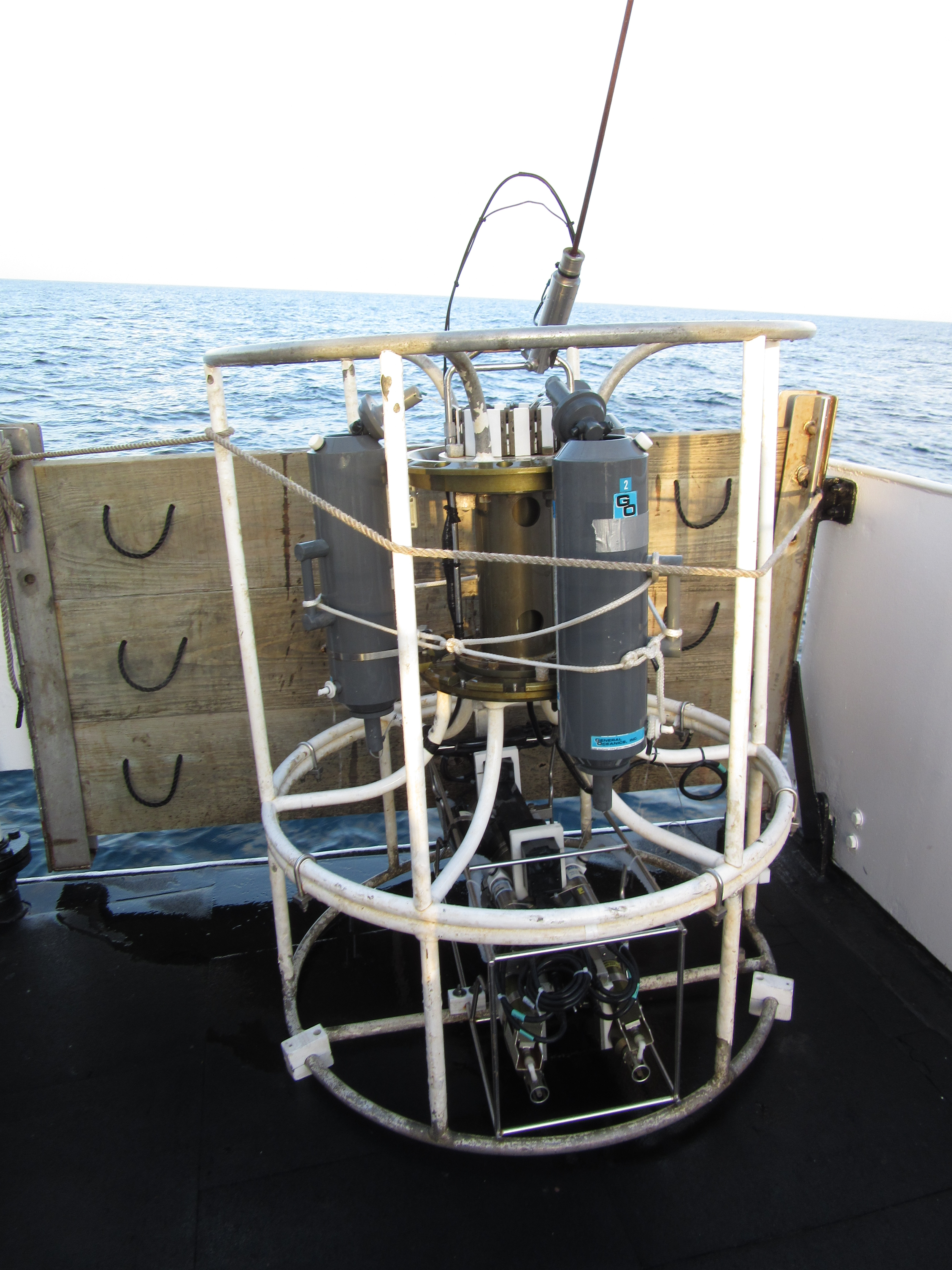 Conductivity, temperature, dissolved oxygen sensor (CTD). The gray cylinders are bottles that can store water samples.